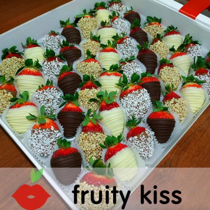 """Клубника в шоколаде в подарочной коробке """"Четыре вкуса"""" 48 ягод"""