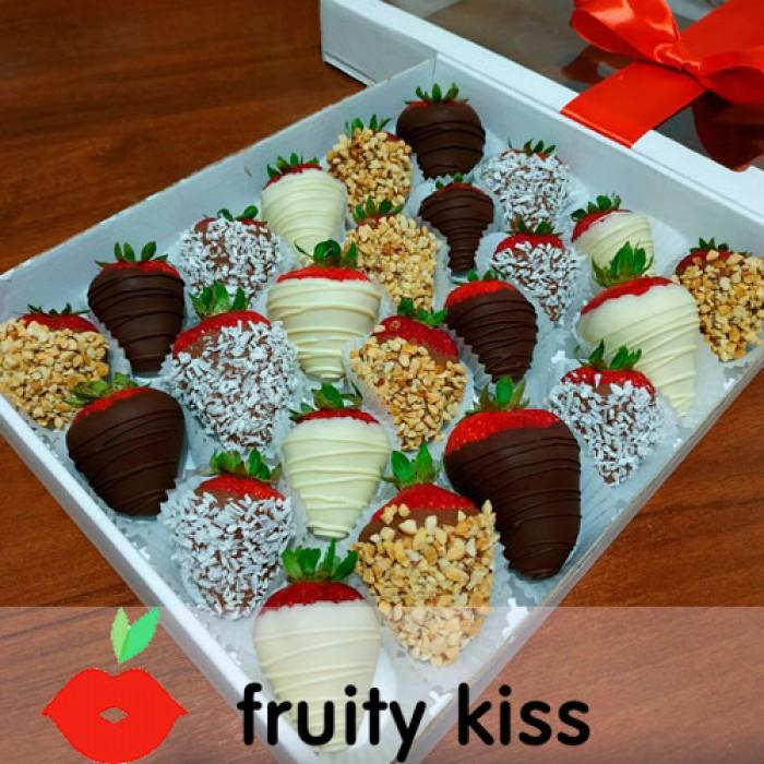 """Клубника в шоколаде """"Четыре вкуса"""" в подарочной коробке"""
