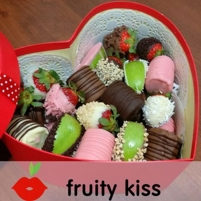 """Фрукты в шоколаде в подарочной коробке """"Сердце 8"""""""