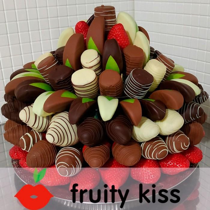 """Торт из фруктов в шоколаде """"Сладкий праздник №4"""" - сравнение фото 1"""