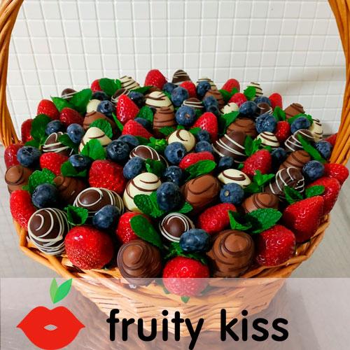 корзинка с клубникой в бельгийском шоколаде